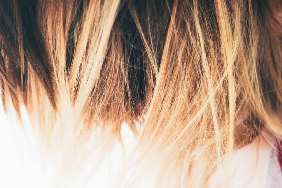 Gunakan efek highlight pada rambut