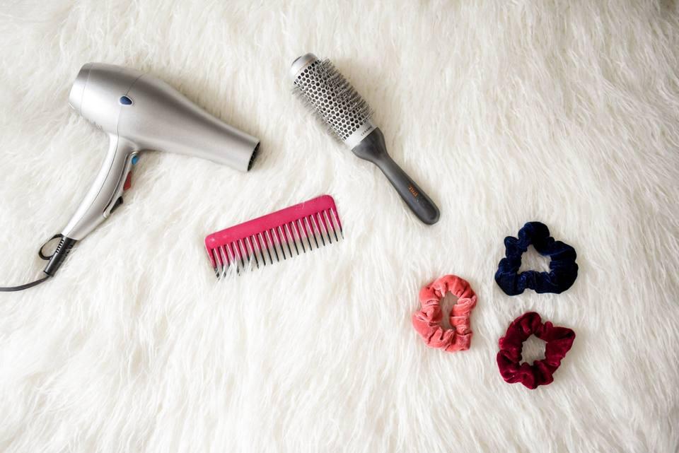Gunakan sisir bulat saat menata rambut