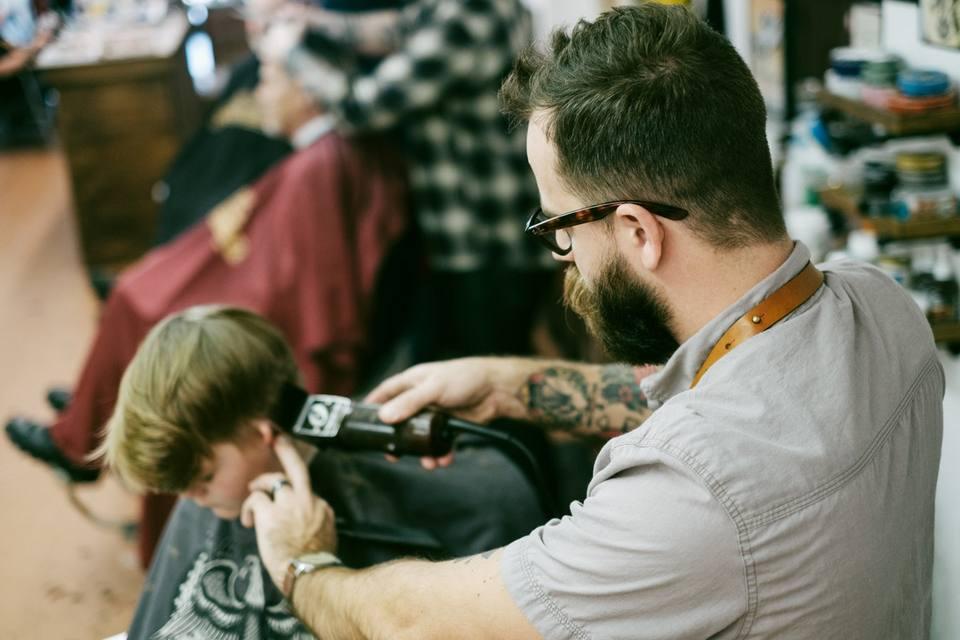 Konsultasi dengan pencukur rambut